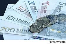 Евро снизился на заявлениях о масштабном выкупе активов