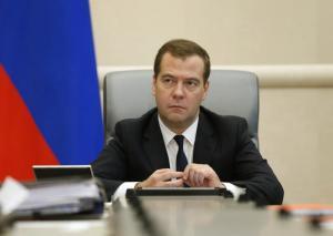 Медведев назвал антикризисные меры для помощи населения