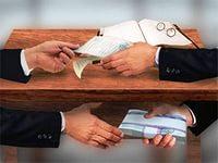 Белорусское правительство намерено посредством антикоррукционных комиссий дать бой коррупции. Ожидается, что во всех компаниях, в которых доля государства превышает половину, будут созданы такие комиссии. Их целью будет противодействие коррупции. Такое постановление принял Совмин 23 апреля 2015 года. В течение месяца подобные комиссии должны быть созданы. Ожидается, что в них войдет руководство структурных подразделений, занимающиеся ведением финансовой, экономической, производственной и хозяйственной деятельности.  Агентство БЕЛТА цитирует текст постановления: «Госпредприятиям и хозяйственным обществам, в уставном фонде которых доля государства превышает 50%, предписывается в течение месяца сформировать антикоррупционные комиссии». Принятие документа изменяет Типовое положение о комиссии по противодействию коррупции. Перед этим в нем оговаривалось, что действие положения распространяется на государственные организации, которые находятся в подчинении правительства, Мингорисполком и областные исполнительные комитеты, а также местные администрации городов и районов. Теперь этот список пополнился вышеупомянутыми хозяйствующими обществами и государственными унитарными компаниями.