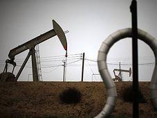 Рост числа буровых в США содействует снижению стоимости нефти