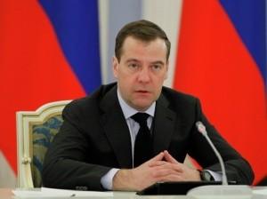 Медведев поручил создать госзаказ на рабочие места