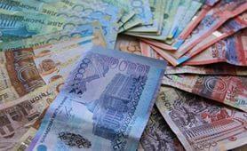 Девальвация тенге к доллару превысила 30%