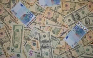 Российские банки констатируют нехватку доллара и евро