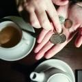 Более половины россиян ограничивают себя в расходах