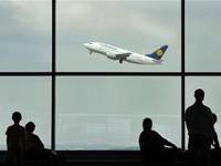 Продажи авиабилетов рухнули на десятки процентов