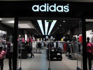 Adidas сообщил о скором закрытии 200 магазинов в России