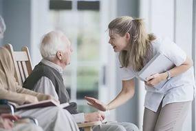 Как искать пожилых людей для ухода за ними