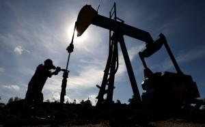 Снижение нефтедобычи нефти на фоне повышения спроса на нее