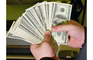 Каждый американец должен 50 тысяч долларов