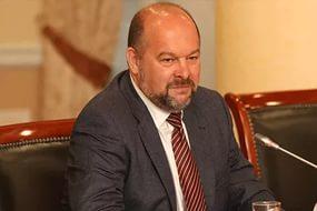 Игорь Орлов сократил свою заработную плату