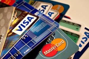 В РФ сокращается количество оформляемых кредитных карт