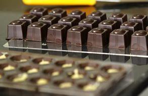 Украина может ввести запрет на импорт водки и шоколада из России