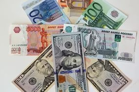 От чего зависит курс валюты в России
