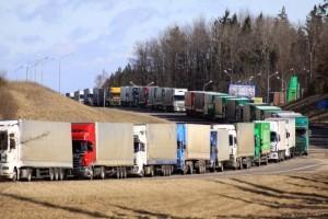 Очереди грузовых автомобилей на границах с Россией