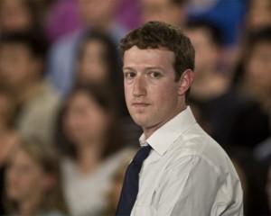Недовольство акционеров Facebook главой компании